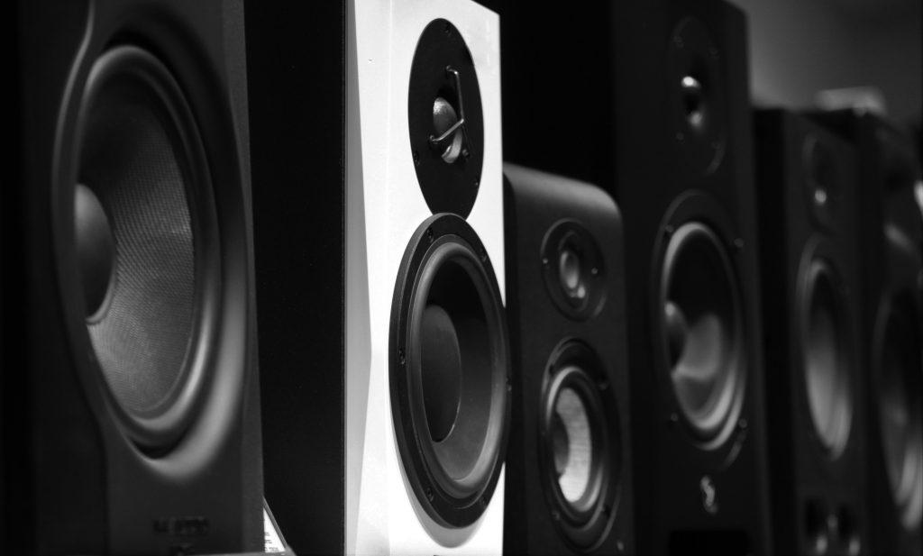 Jakie głośniki do kina domowego wybrać